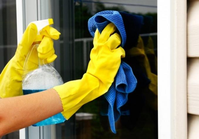 Como limpar vidro: limpeza de janelas grandes ou no alto