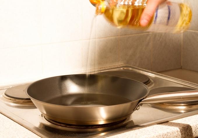 Como fritar qualquer alimento sem sujar o fogão com óleo