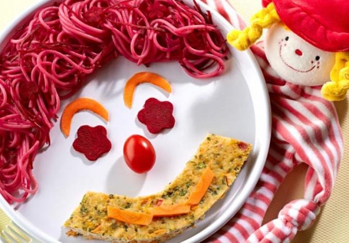Bolo de Frango com Espaguete e Vegetais