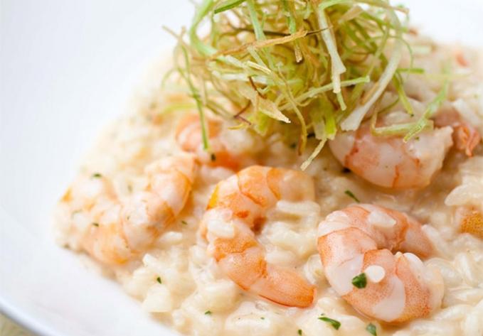 Risoto de camarão e mascarpone com alho-poró crocante